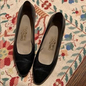 Salvatore Ferragamo black leather vintage pumps